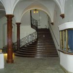 nicht abgeschlossen: Freitreppe im Erdgeschoss