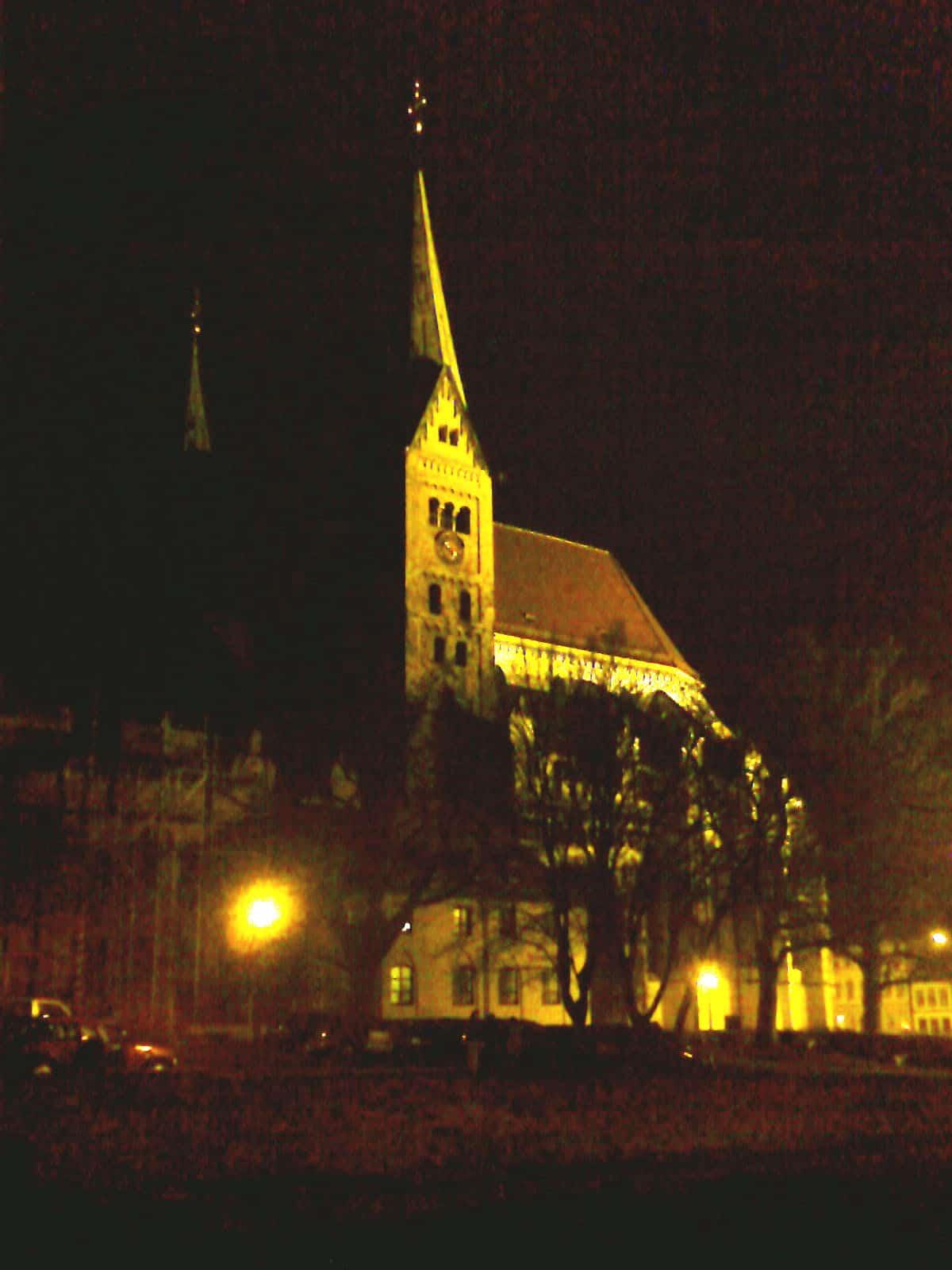 Augsburger Dom, den nun wirklich kein Denkmalschützer auf den Zustand des 11. Jahrhunderts rückbauen will.