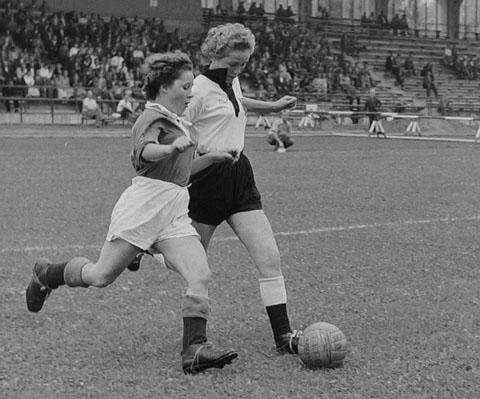 Frauenländerspiel 1957 im Rosenausstadion