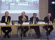 Pressekonferenz im Stadtwerkesaal (v.l.): (DB Netz), OB Kurt Gribl, Stadtwerke-Geschäftsführer Norbert Walter, Karl-Heinz Ferstl (DB Station und Service)