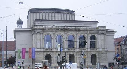 Mitten in der Stadt und nicht verankert: Stadttheater Augsburg