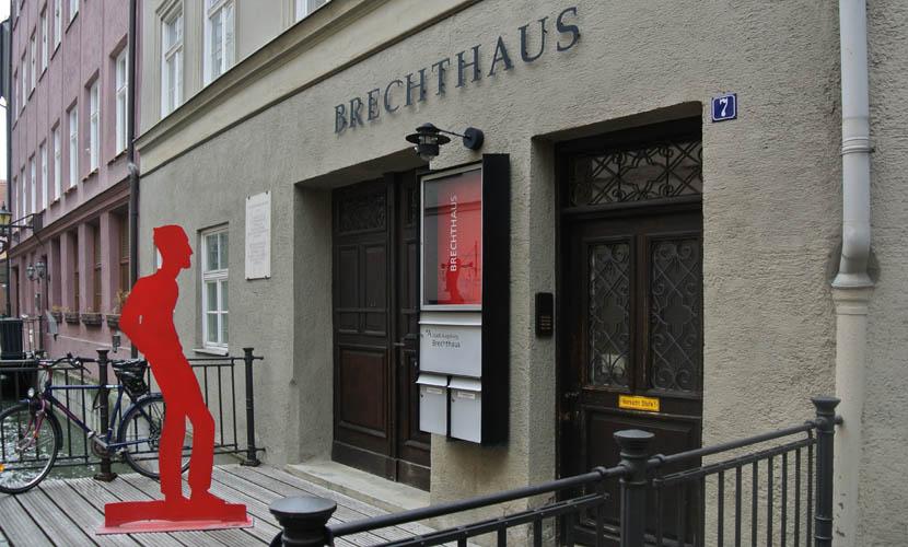 Das Brechthaus Ist Ein Belasteter Ort