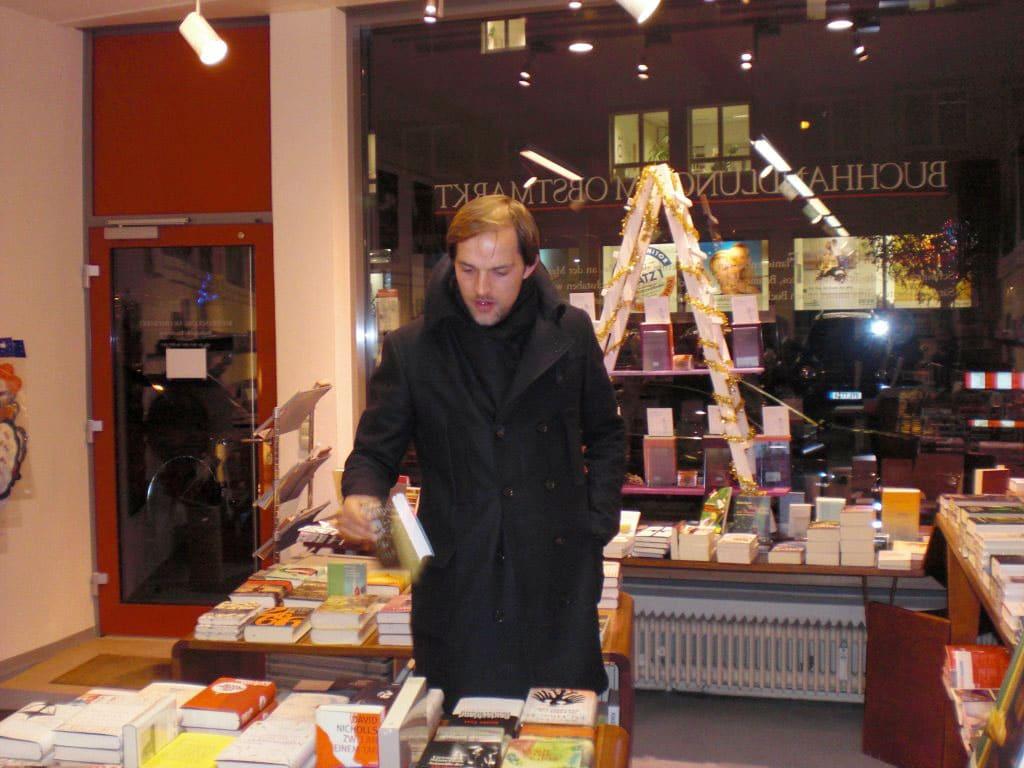 Mit Wurzeln in Augsburg: Thomas Tuchel in der Buchhandlung am Obstmarkt
