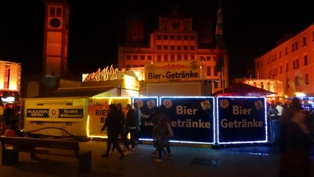 Partydekoration auf dem-Rathausplatz