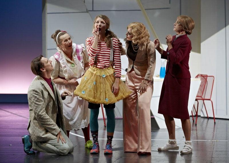 Pünktchen und Anton am Theater Augsburg. Foto: A.T. Schaefer