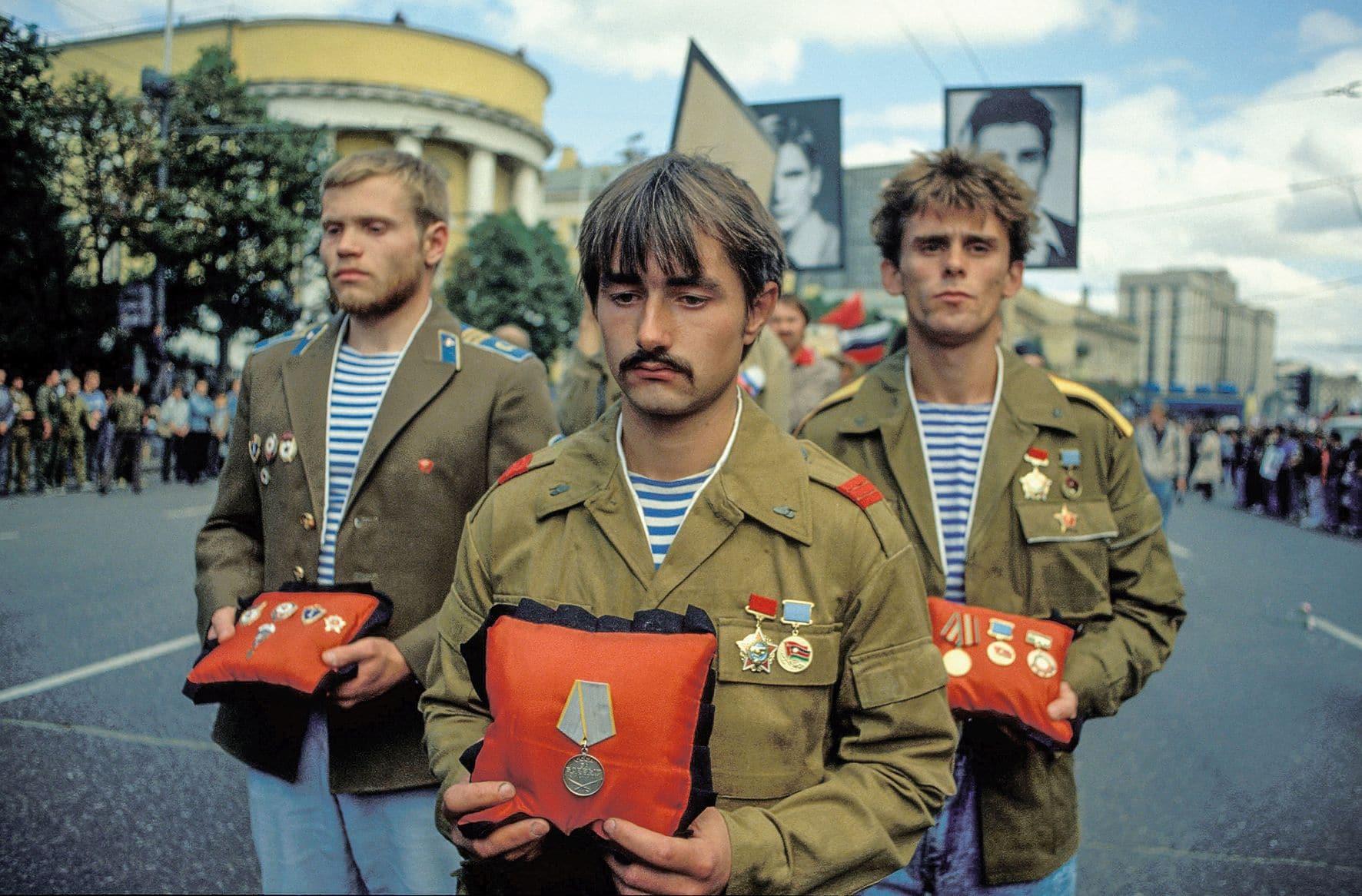Moskau / Moscow1992 : Militär - Veteranen demonstrieren am Jahrestag des ersten Putsches / Army - veterants at a demonstration at the first anniversary of the coup © Daniel Biskup/BOEHMEDIA.de