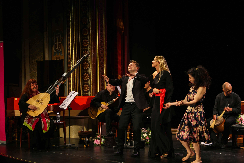 Eröffnungskonzert Mozartfest 2017: Christina Pluhar mit Ensemble L'Arpeggiata, Céline Scheen (Sopran), Vincenzo Capezzuto (Alt), Anna Dego (Tanz). Foto (c) Christian Menkel