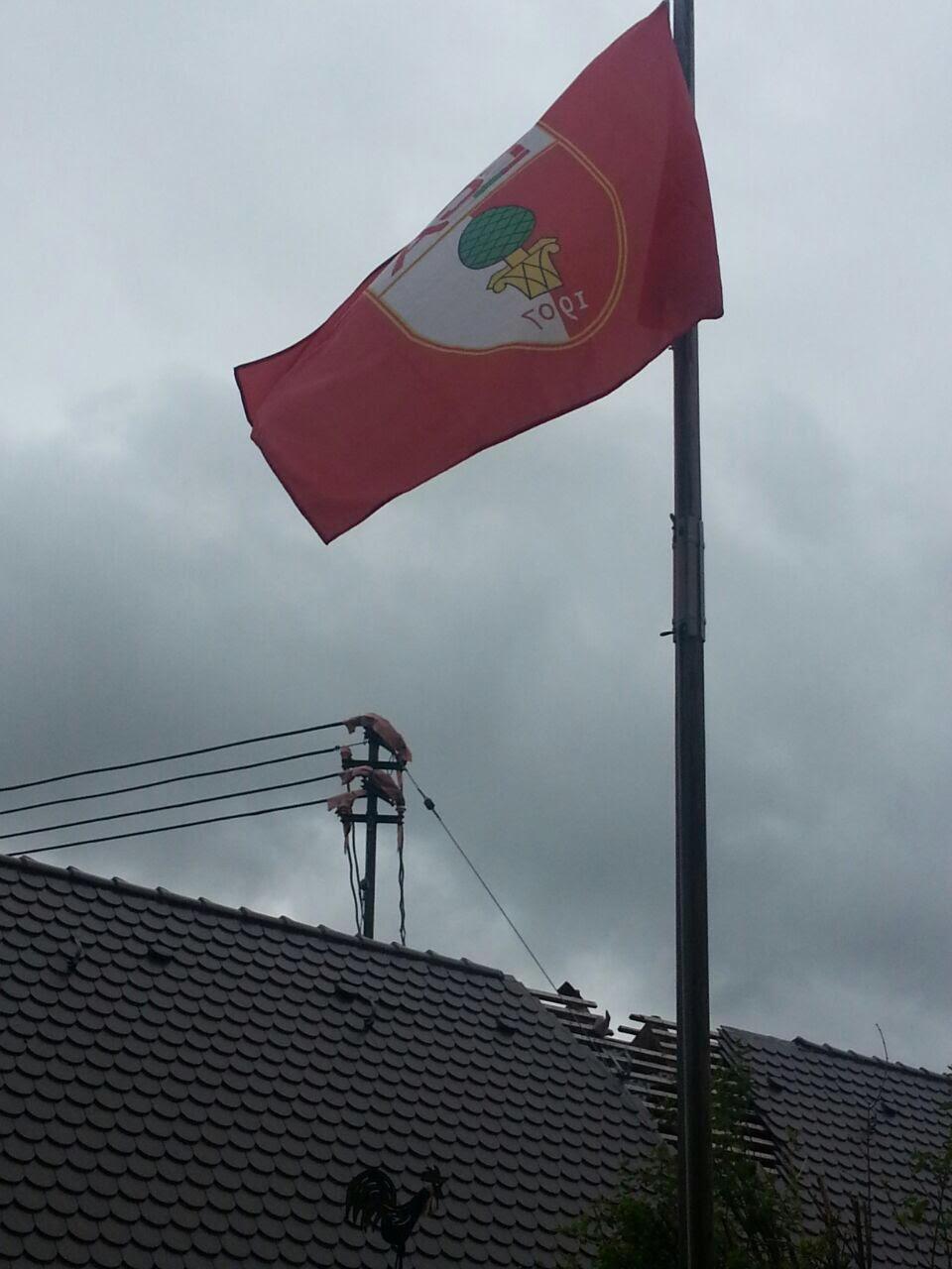 Ob die dunklen Wolken über dem aufgerissenen Dach des FCA wohl weiterziehen? Ein Bild mit Symbolcharakter! Foto: (c) Siegfried Zagler sen.