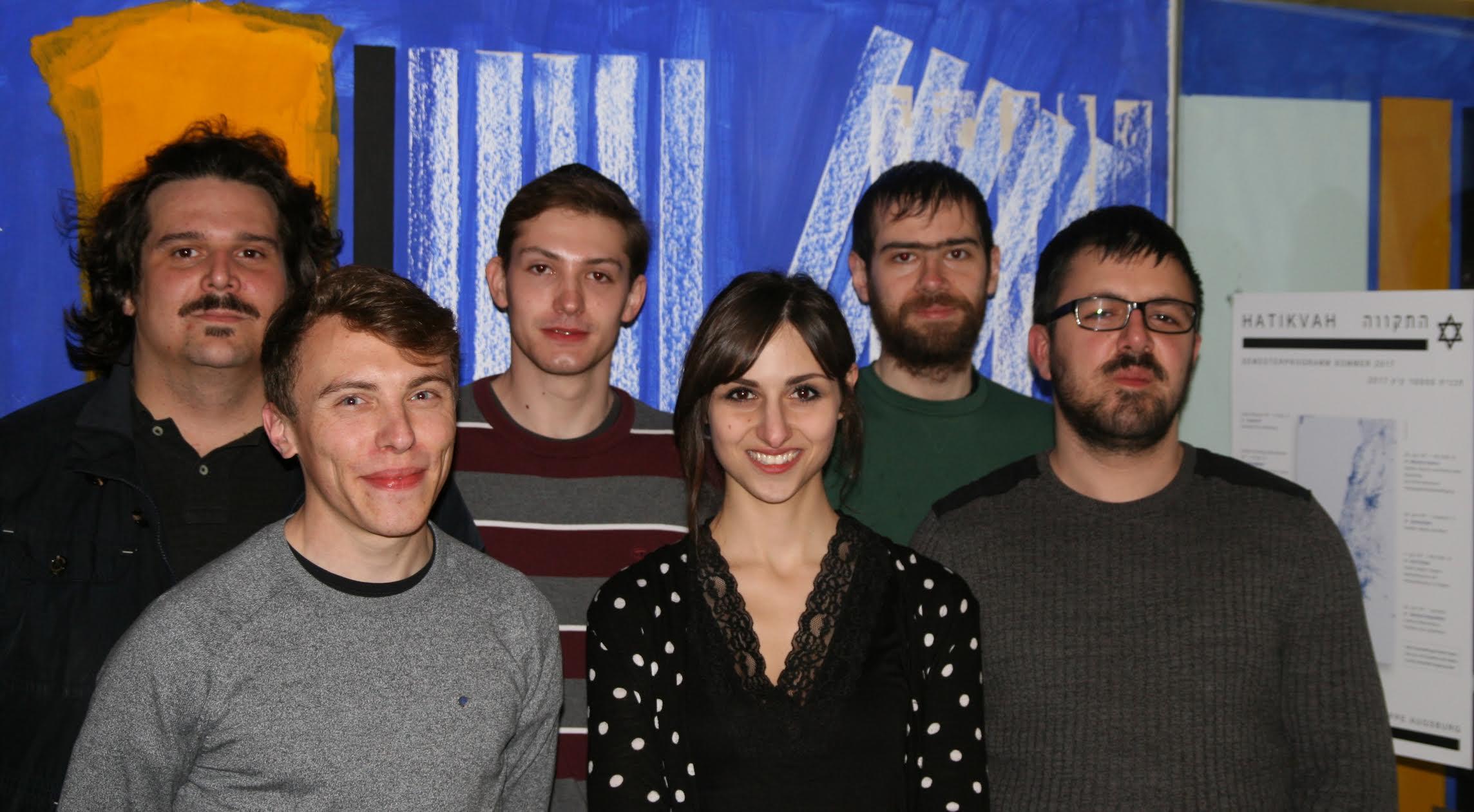 Gruppenbild mit Dame: Die Hochschulgruppe der DIG - (von links): Georg Tiroch, Dominik Drexel (Sprecher), Drahomir Klimsa, Sarah Melina Klein (Zweite Sprecherin), Michael Weiss, Emrullah Günes