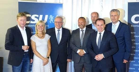 Gruppenbild mit Dame: Johannes Hinterberger (3.v.r.) wurde als CSU-Direktkandidat für die kommende Landtagswahl 2018 nominiert