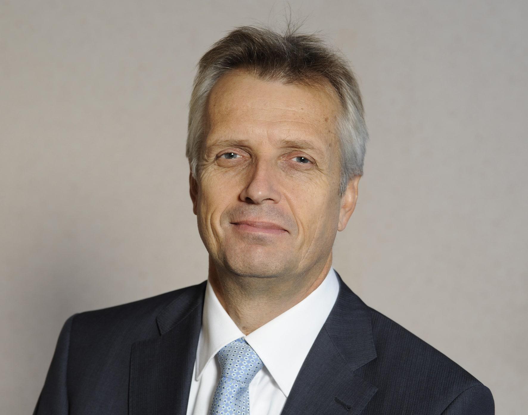 Martin Junge erhält den Preis Augsburger Friedensfest 2017