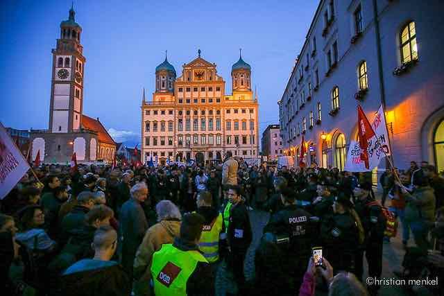 Anti-Pegida-Demo auf dem Rathausplatz (c) Christian Menkel