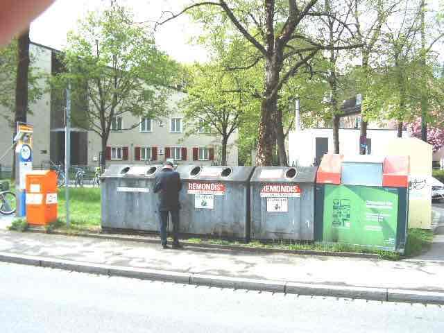 """""""Platzgestaltung in Pfersee: """"Niemand käme auf die Idee Glascontainer auf den Rathausplatz zu stellen"""""""