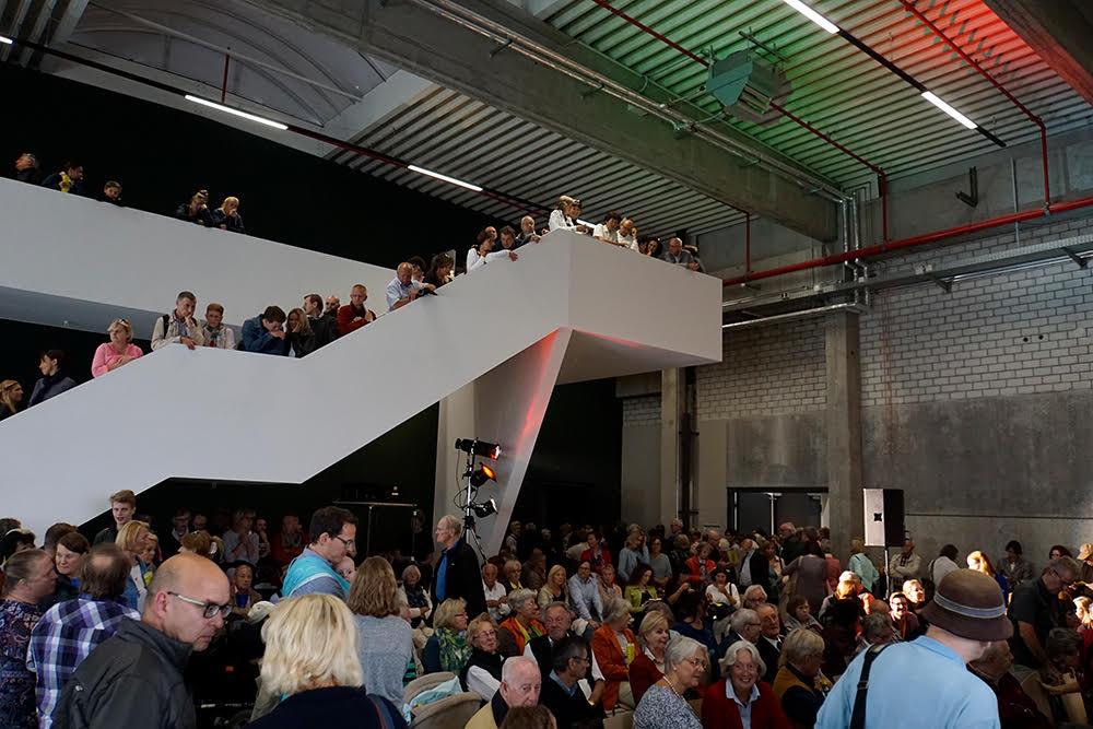 Überfülltes kleines Foyer beim Theaterfest (c) Ulrich Wagner