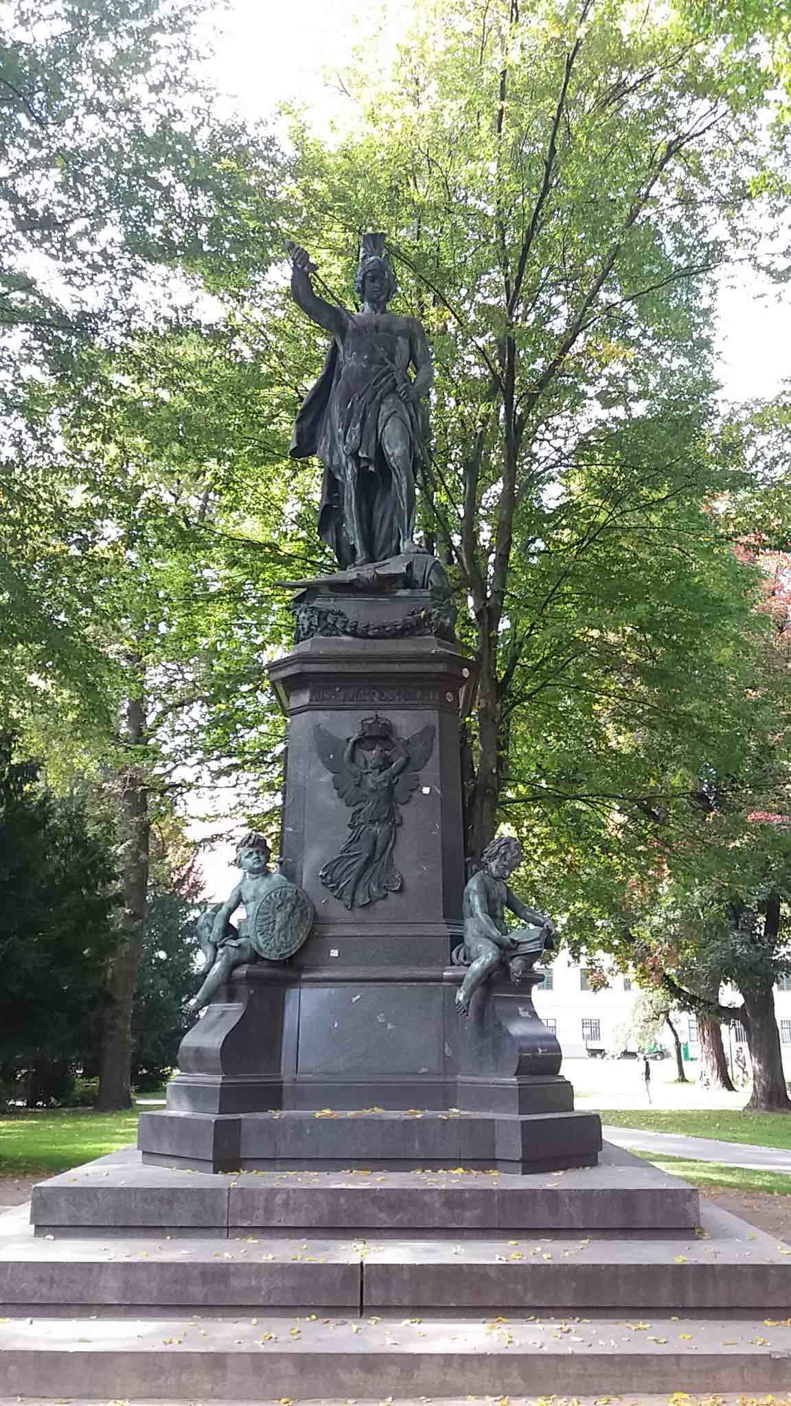 Den Feind im Übertötungsrausch schänden: Heldengedenken in Augsburg