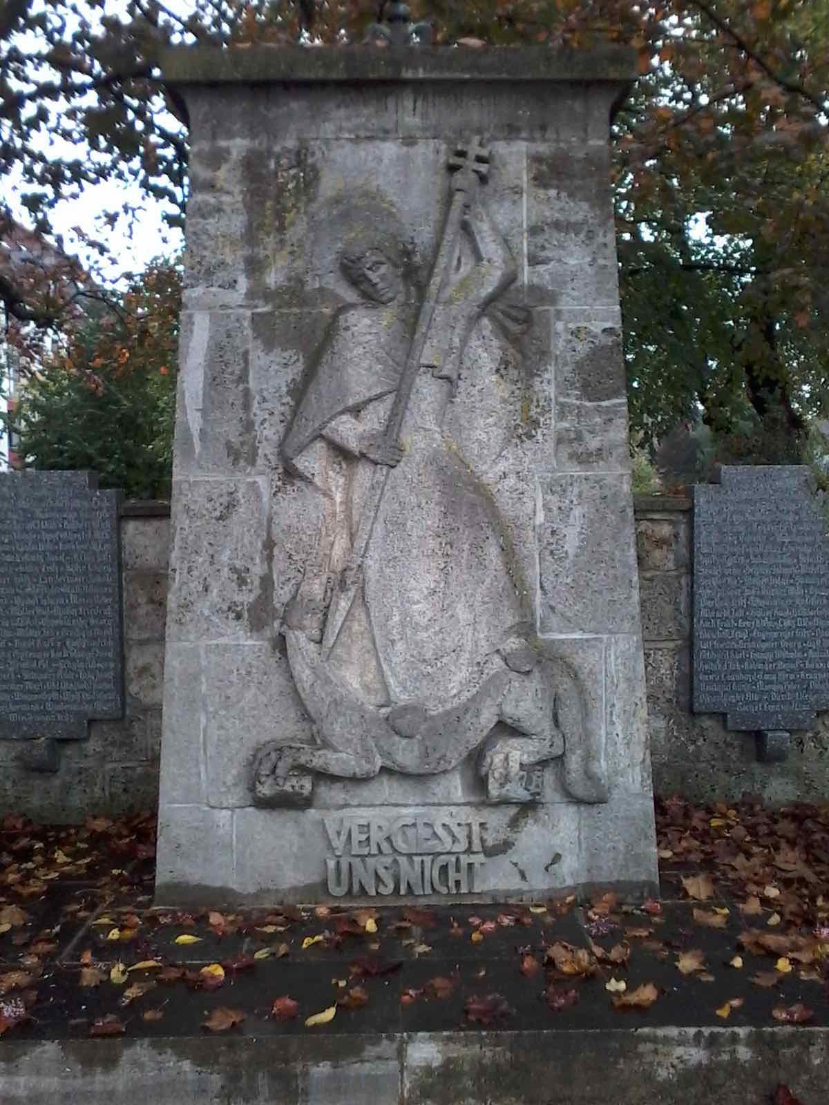 Engel ohne Flügel: Heldengedenken in Königsbrunn (c) DAZ