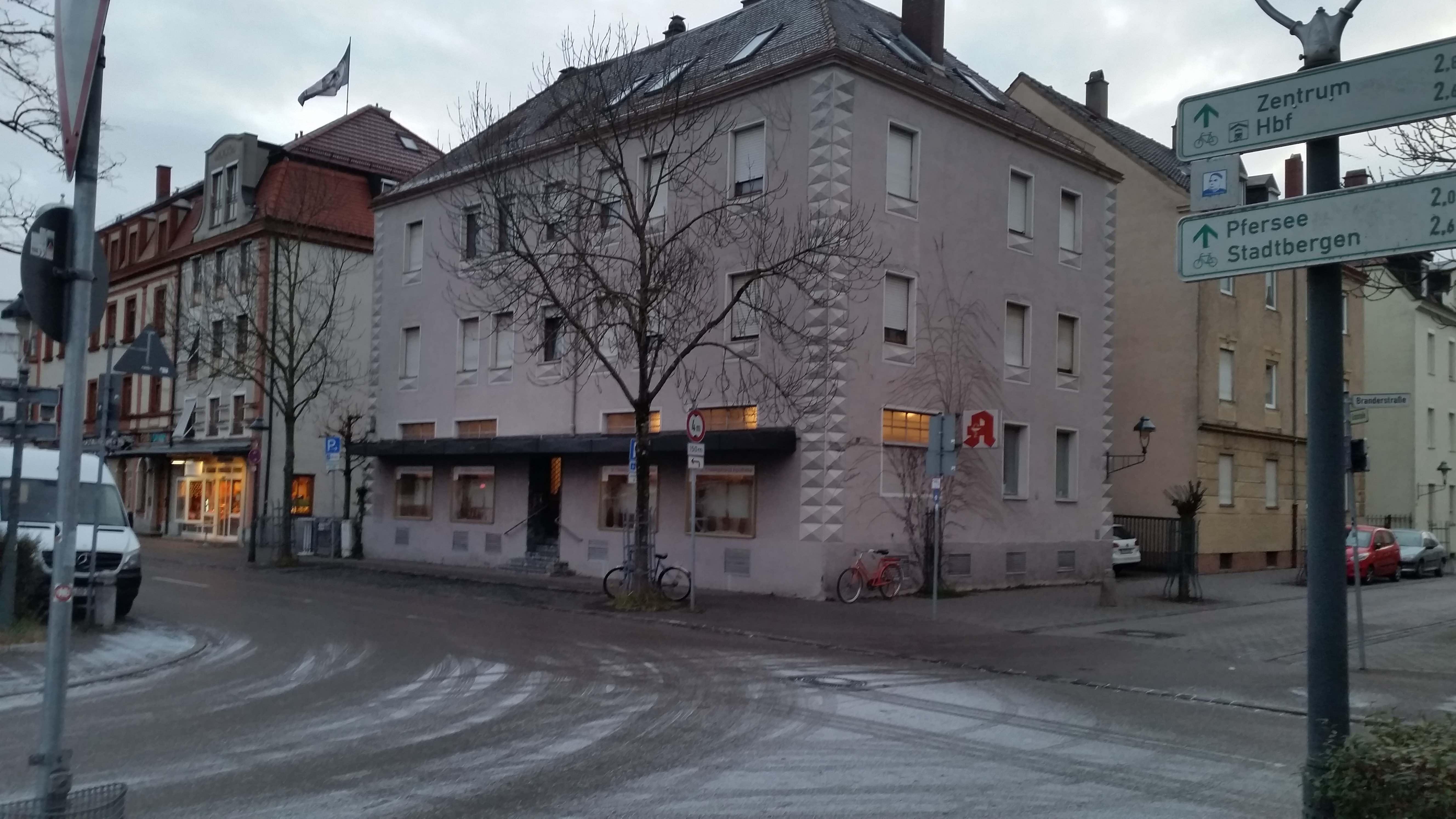 Kommt nun in dieses Wohnhaus in der Grafstraße/Branderstraße der neue Süchtigen-Treff? Foto: (c) DAZ
