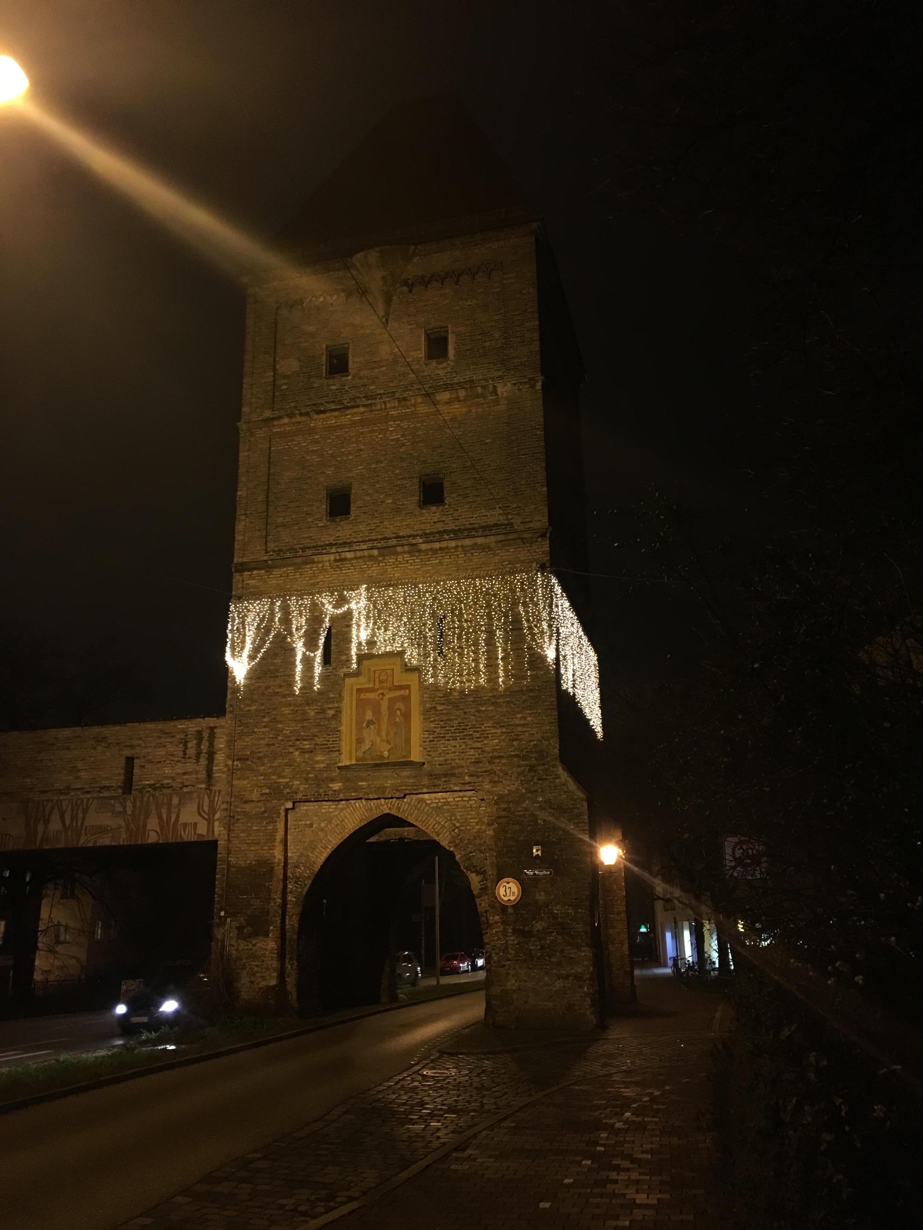 Als hätte man dem Vogeltor unter den Rock gegriffen: Augsburger Denkmalpflege am Vogeltor