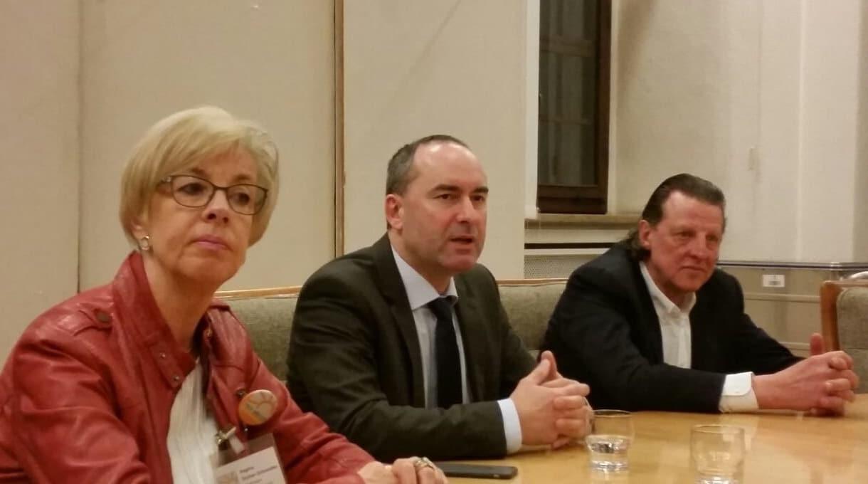 Regina Stuber-Schneider, Hubert Aiwanger, Volker Schafitel (v.l.)
