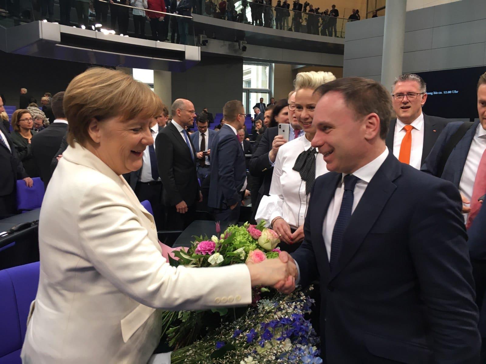 Angela Merkel erhält Glückwünsche von Volker Ullrich Foto: privat